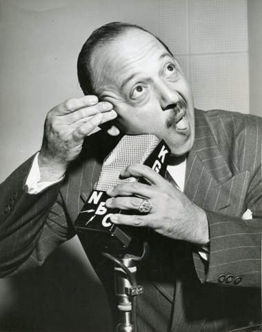 Mel Blanc Shaves With Mic